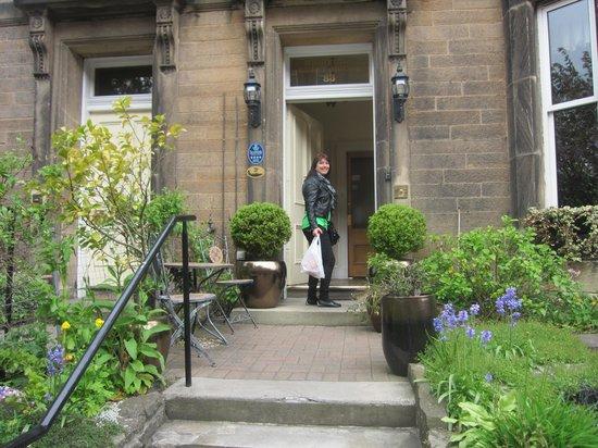 Highfield Guest House: Front door