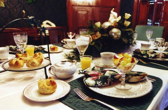 White Swan Inn Bed & Breakfast: Breakfast is a delicious way to start your day