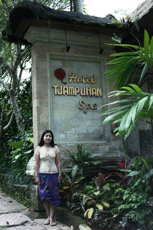Hotel Tjampuhan & Spa: Front of Hotel
