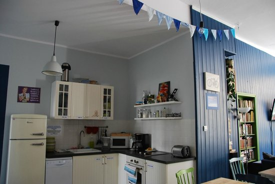Riverside Hostel: Kitchen