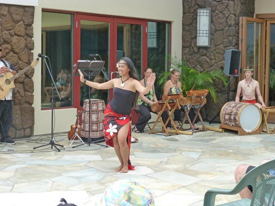 Kohala Suites by Hilton Grand Vacations: Part of Hula Show at the Kahala Suites
