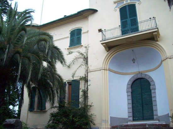 Hotel Villa delle Pesche: Villa from outside