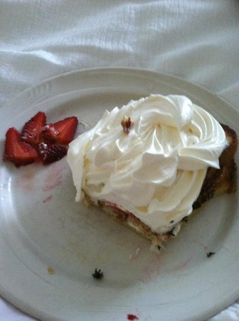 Holiday Inn Charleston Riverview: Strawberry Stuffed French Toast