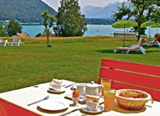 Pension Sonnenhof: Frühstück auf der Terrasse