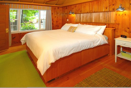 The Cottages of Wolfeboro: Plush yet firm clean beds (specialty ordered)