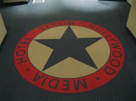 Hollywood Media Hotel : Carpets remind you where you are