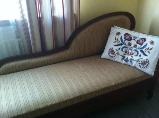 Hotel Palo: Fainting couch in the bedroom