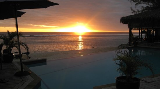 Manuia Beach Resort: sunset at Manuia