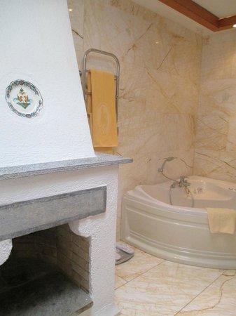 Elounda Mare Relais & Chateaux hotel: master bath bungalow 2