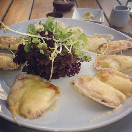 Moros y Cristianos: Clams and Parmesan