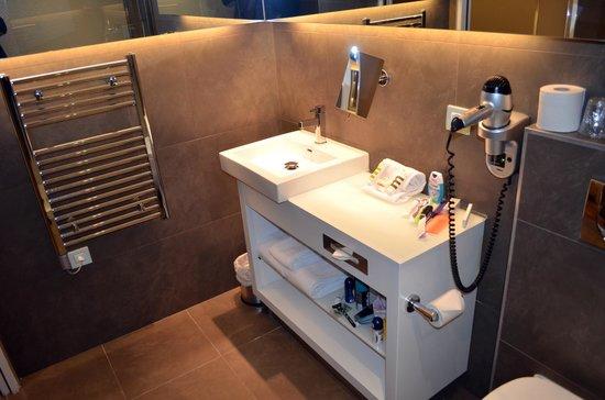 Mercure Paris Porte de Versailles Vaugirard: Baño y calienta toallas