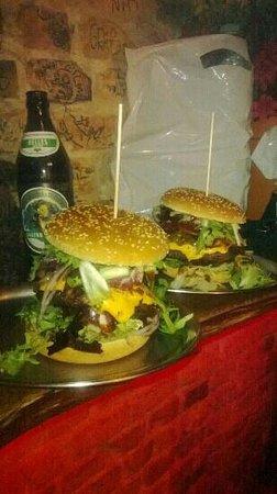 BBI - Berlin Burger International: The best BBQ Burger in Berlin...