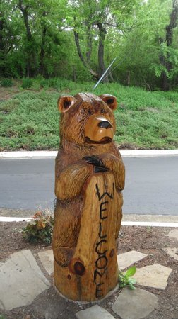 Holiday Inn Asheville - Biltmore East : Welcoming Bear