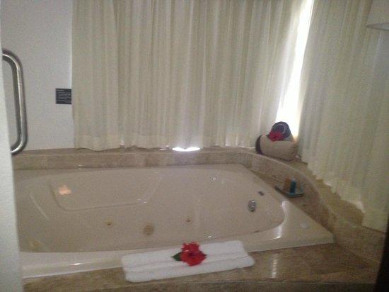 Bathtub in room in Casita Lounge Room