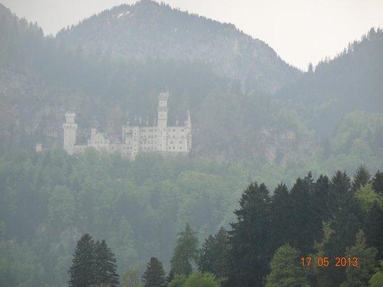 Landhotel Guglhupf: Vista da varanda do quarto do Castelo de Neuschwanstein