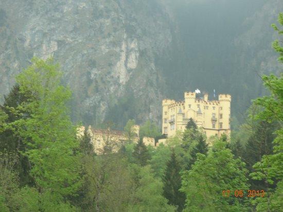 Landhotel Guglhupf: Vista da varanda do quarto do Castelo de Hohenschwangau