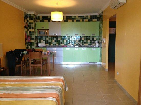 Holiday Village Algarve Balaia: Kitchen
