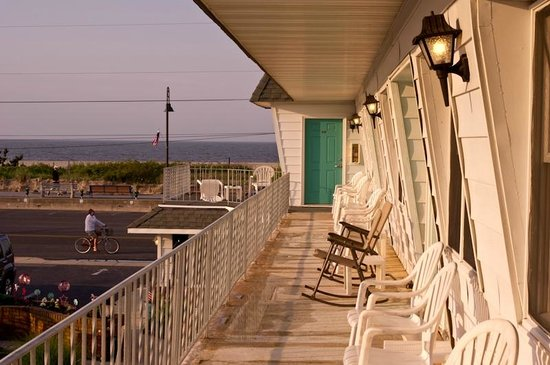 Jetty Motel : The front porch