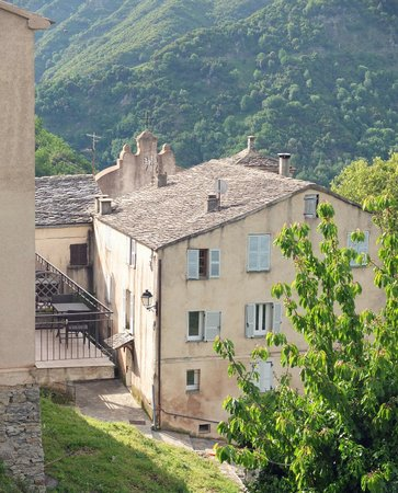 Auberge de L'Alisgiani : Rooms open onto a terrace at the back of the property, with views of the village and wooded hill