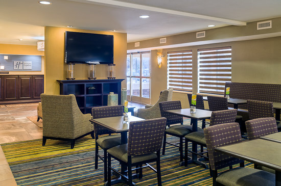 Holiday Inn Express Hotel & Suites Sandy: Lobby