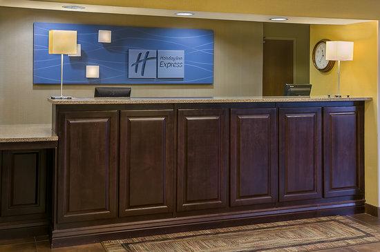 Holiday Inn Express Hotel & Suites Sandy: Front Desk
