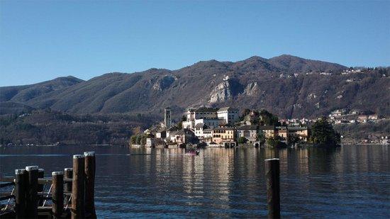 All'Ombra del Ciliegio Bed & Breakfast: Orta San Giulio - panorama dell'Isola di San Giulio