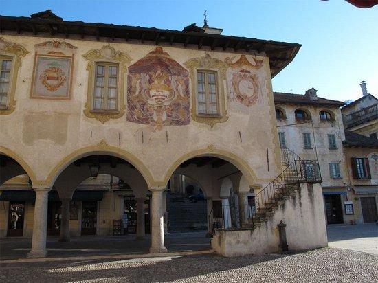 All'Ombra del Ciliegio Bed & Breakfast: Orta San Giulio - Piazza Motta