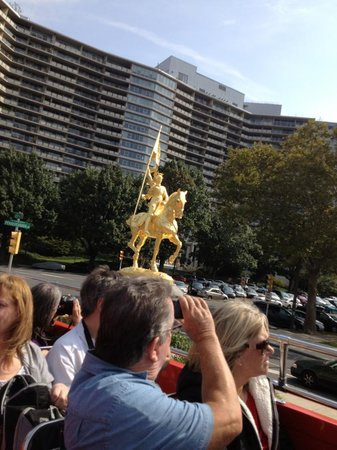 Philadelphia Sightseeing Tours: Golden Statue of Joan of Arc