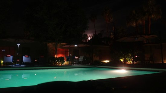 Desert Riviera Hotel: full moon rising over the pool