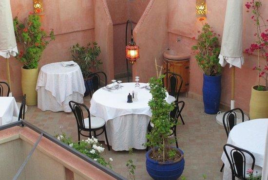 Riad Al Badia: terrasse avant dîner