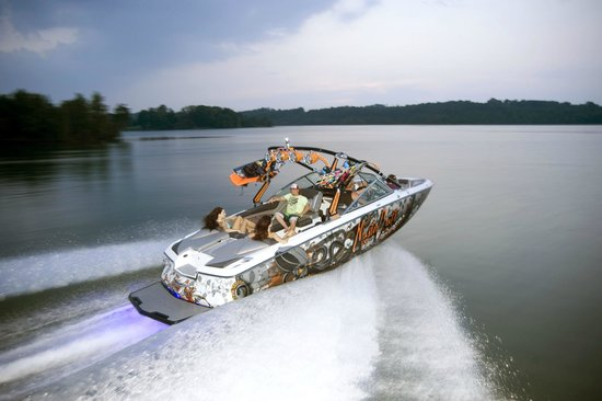 Invert Sports  Boat Day Tours: Boat Tours