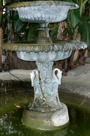 St. Vincent's Guest House: Fountain