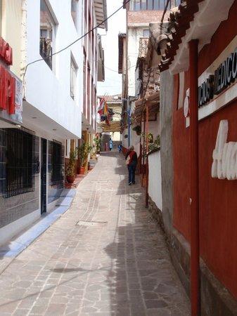 Los Aticos: Laneway to Hotel
