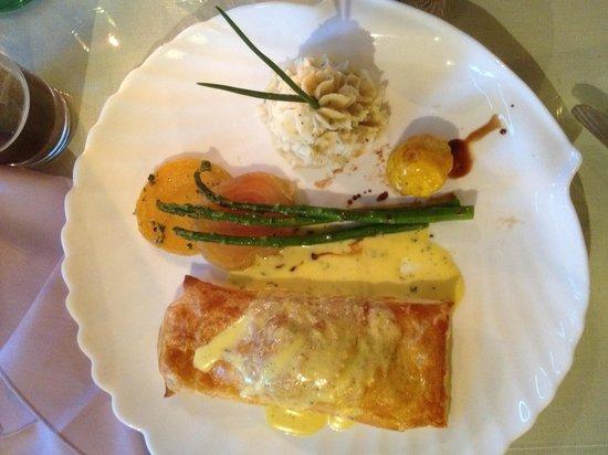 The Secret Garden Cafe : Salmon En Croute w/Champaign Hollondaise