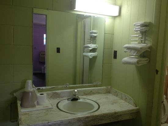 Candlelite Motel: Add a caption
