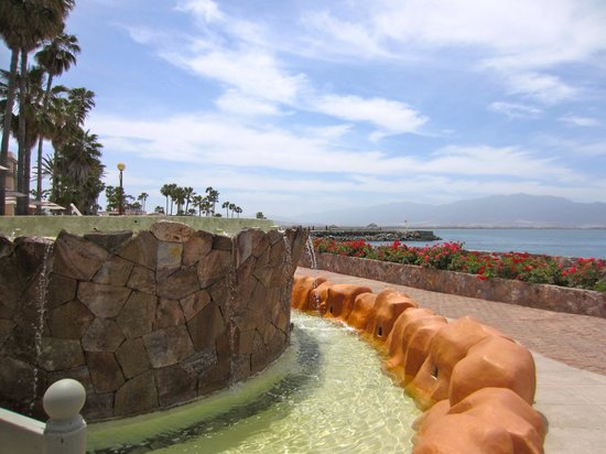 Estero Beach Hotel & Resort: Fountain on the hotel grounds