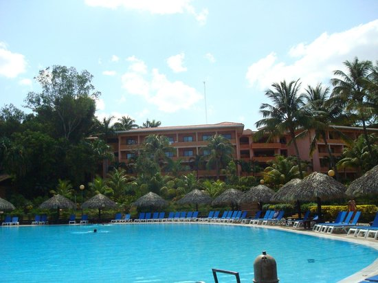 Barcelo Montelimar: Pool and Hotel