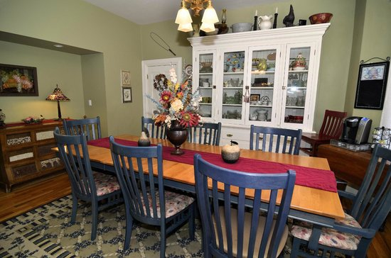Jewel of the Canyons Bed and Breakfast: Dining Room