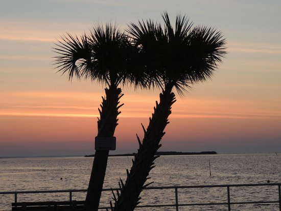 Cedar Key Bed and Breakfast: Sunrise from down town Cedar Key