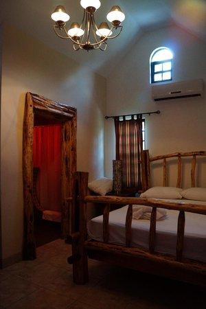 Hotel de la Fuente: Interior of our cabin
