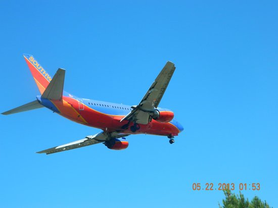 Bachman Lake Park: Northwest Airline plane decending at Love Field Airport