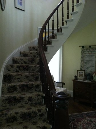 Thompson House Bed & Breakfast: Staircase