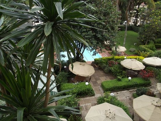Kivi Milimani Hotel: The view from most rooms overlooking the lovely pool and gardens.