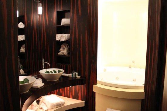 Sina The Gray: Bath