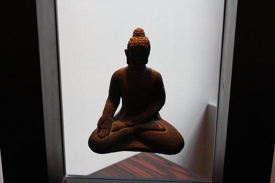 Sina The Gray : Statue