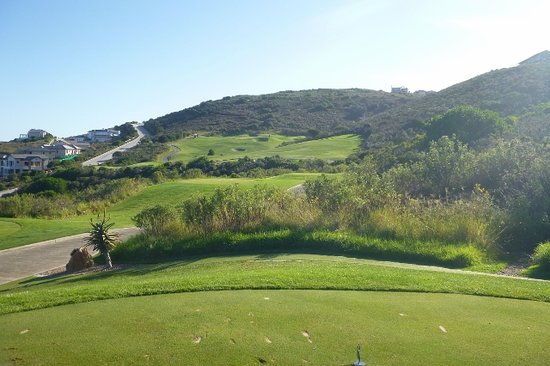Knysna, Sydafrika: Par 4 16th, take 3 extra clubs on your approach