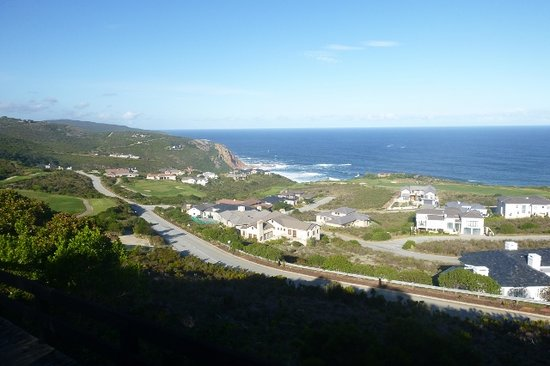 Knysna, South Africa: Atop the cliffs at the 17th