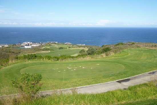 Knysna, South Africa: Stagering par 5, count the seconds of flight