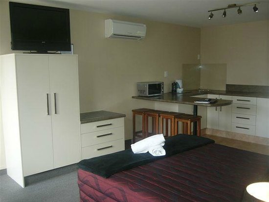 All Seasons Holiday Park Rotorua: Qualmark 4 Star rated motel units offer all the comforts of home