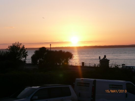 Best Western New Holmwood Hotel: Sunset over Egypt Point, Cowes